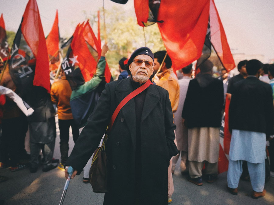 older man at protest pakistan